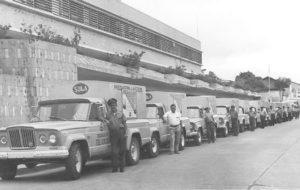 Antigua fotografía de los carros distribuidores Sula